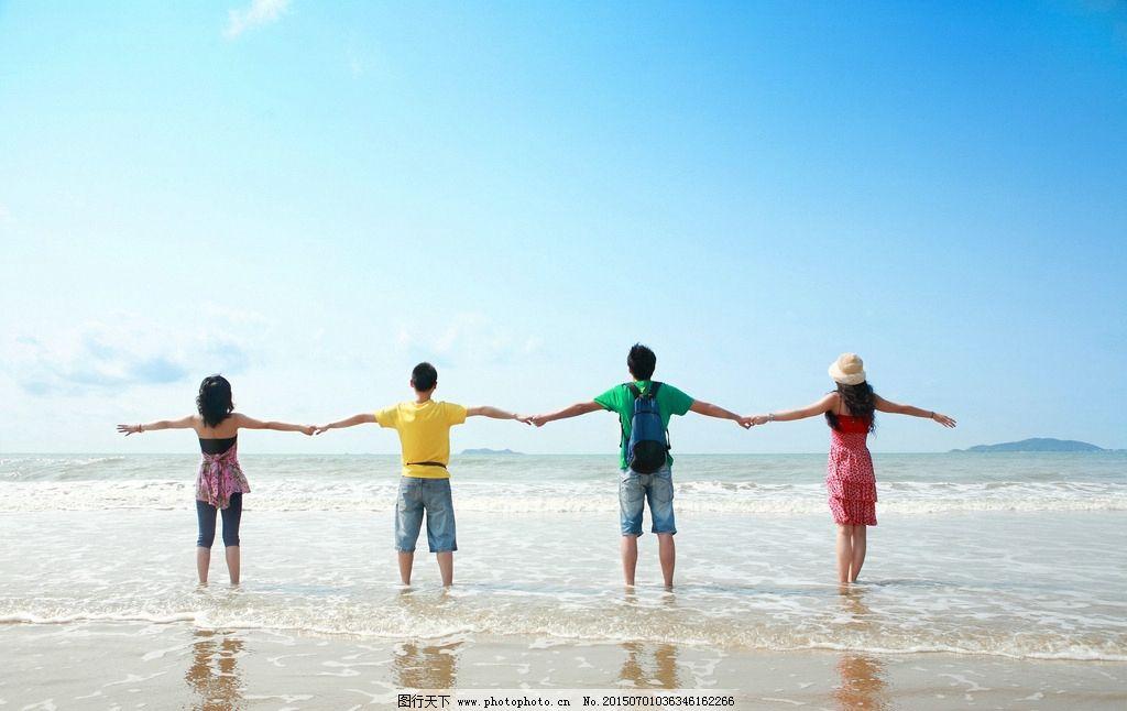 海边 蓝天 人物 旅游 大海 沙滩 放松 摄影 人物图库 人物摄影 72dpi图片
