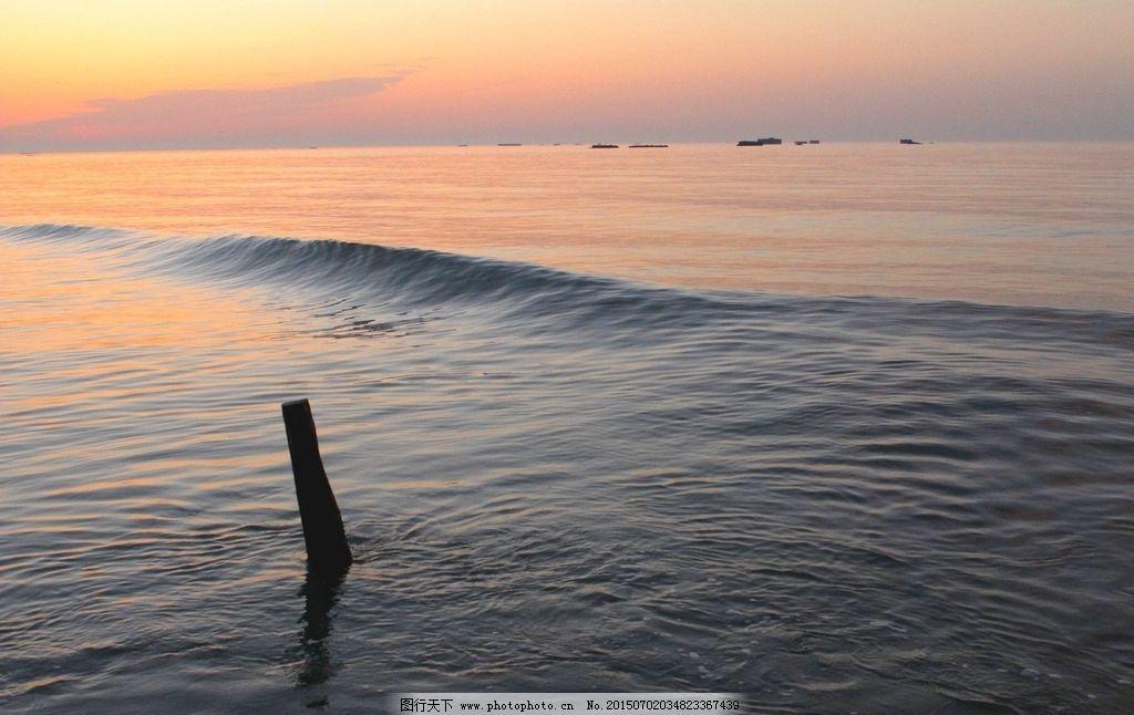 小船 海面 平静 水波 太阳 蓝天 倒影 木桩 大海 摄影 自然景观 自然