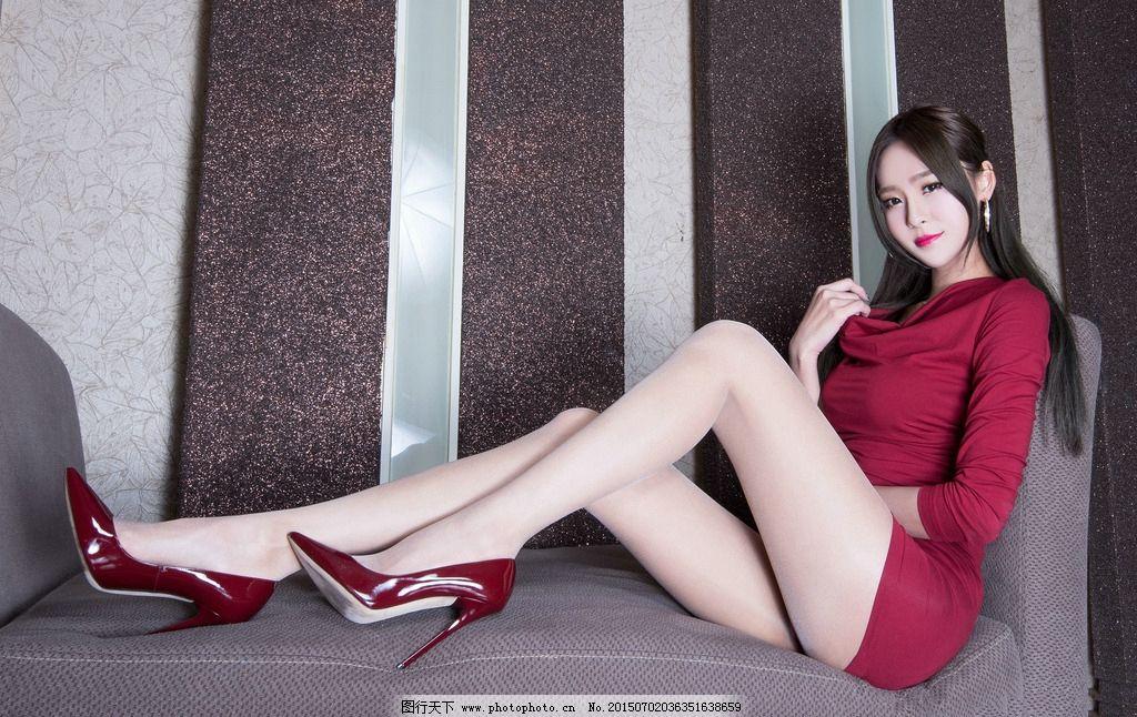 短裙长腿美女图片_明星偶像