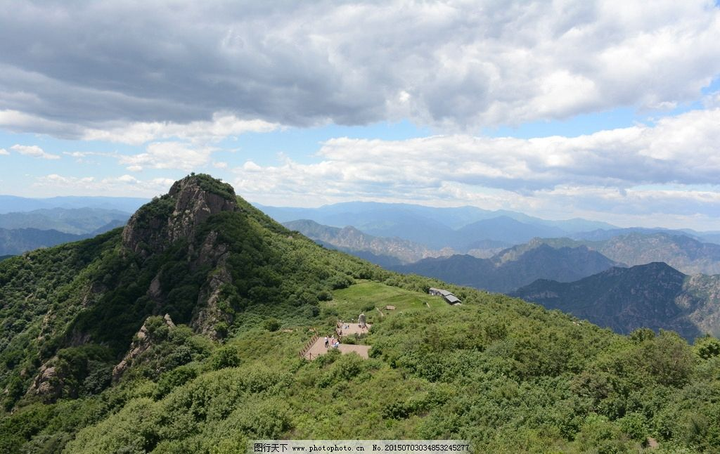 山峰 青山 树木 绿树 绿草 山坡 蓝天白云 云朵 风光 风景图