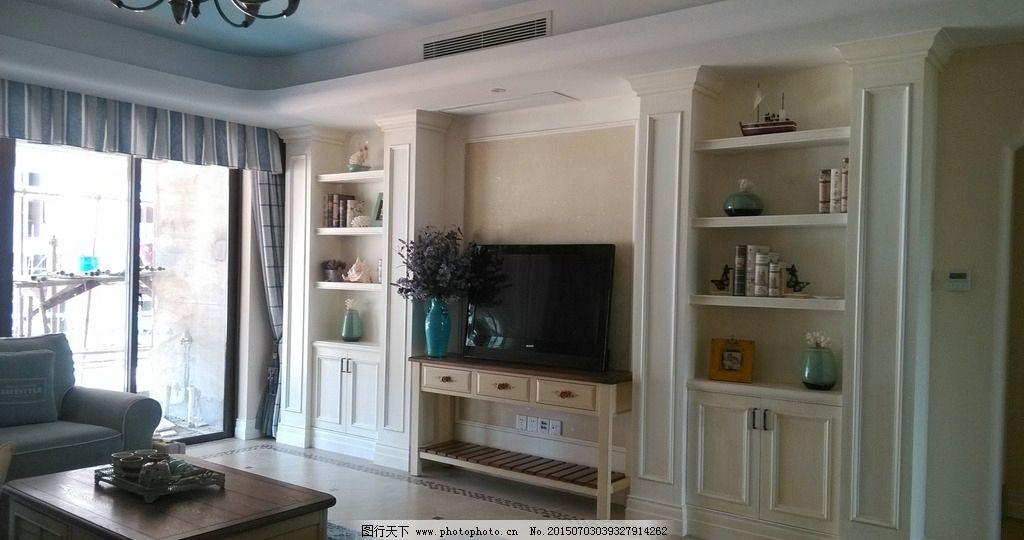客厅 电视 电视机 柜子 装饰柜 茶几 沙发 花瓶 落地窗 摄影图片