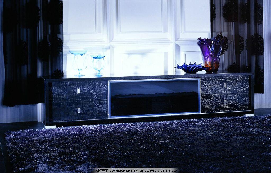 深蓝色的欧式沙发窗帘效果图