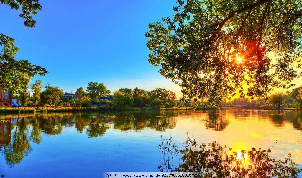 国外风景摄影 蓝天 白云 水岸 湖边 河边 树林 黄昏 晚霞 树冠