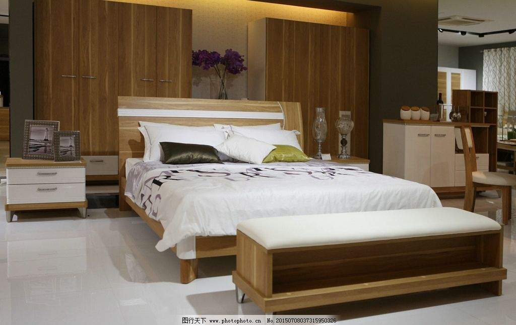 现代床 双人大床 床头柜 实木大床 地毯 床尾凳 长凳 原木家具 家具