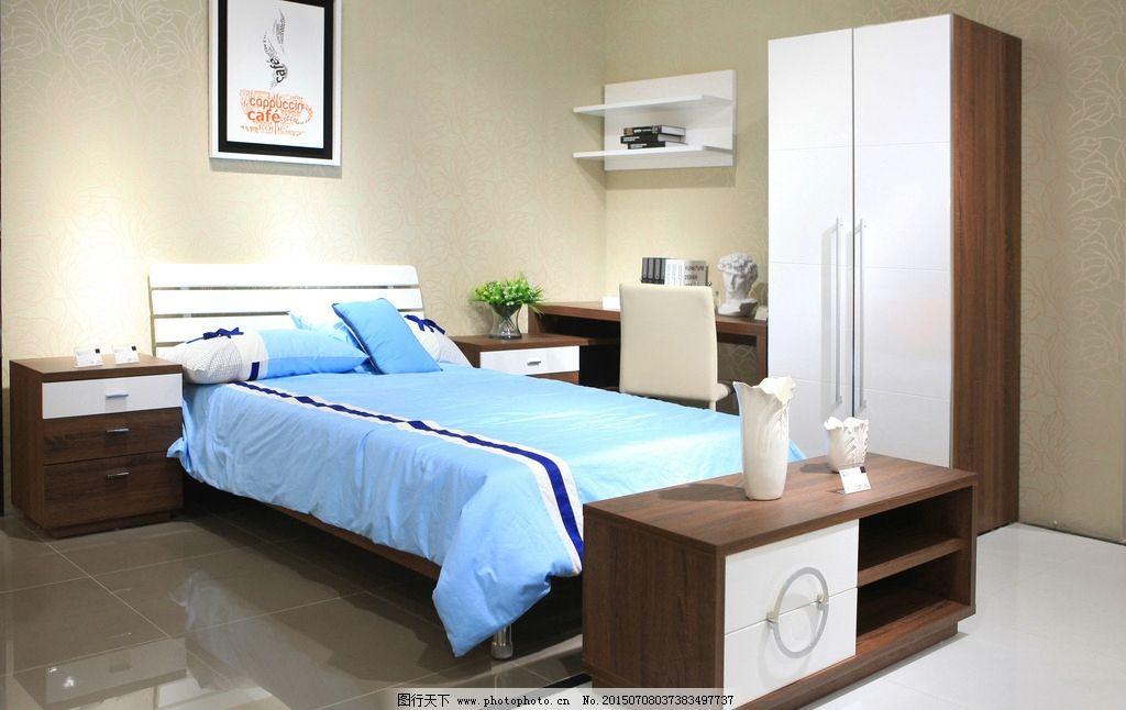 双人大床 床头柜 实木大床 地毯 写字台 靠背椅 电脑台 隔板 原木家具