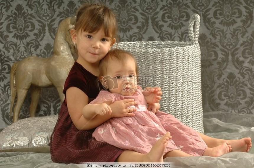 女孩 孩子们 可爱 笑脸     红色 jpg
