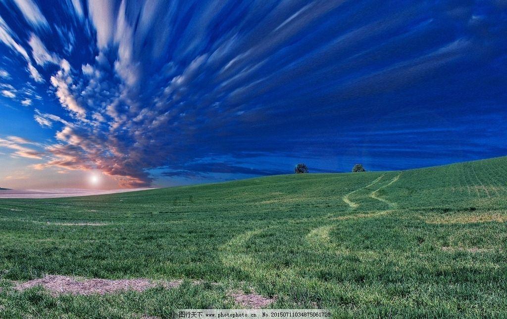 绿野天空和草地