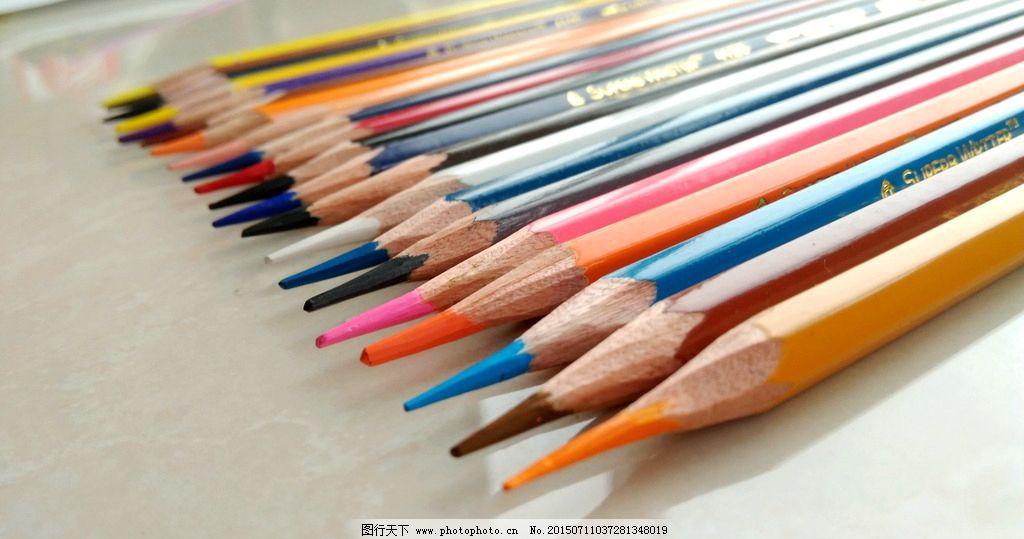 彩色铅笔 彩铅 铅笔 画笔 彩色 学习工具 绘画工具 日常生活用品 摄影