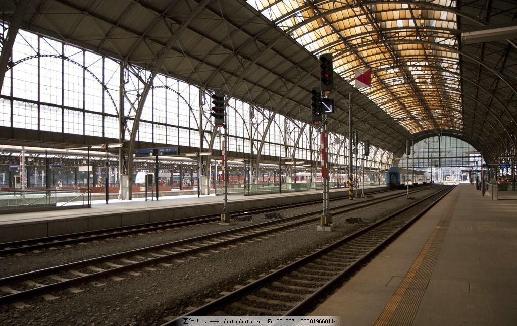 火车站 车站 火车 列车 车厢 候车 火车站台 铁路 摄影 现代科技 交通