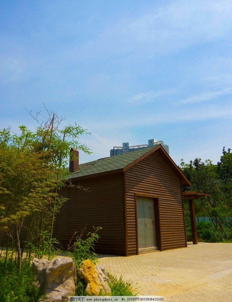 林间小屋 小木屋 蓝天白云 红色小木屋 摄影 国内旅游