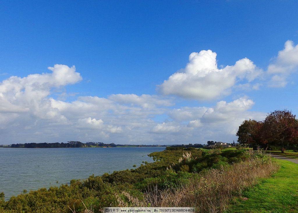蓝天 白云 远山 大海 海湾 海水 绿树 绿地 草地 新西兰海滨风光 摄影