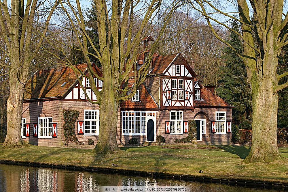 房屋别墅 高端建筑 房屋建筑 林中 湖水 大树 房子 室外 建筑 别墅