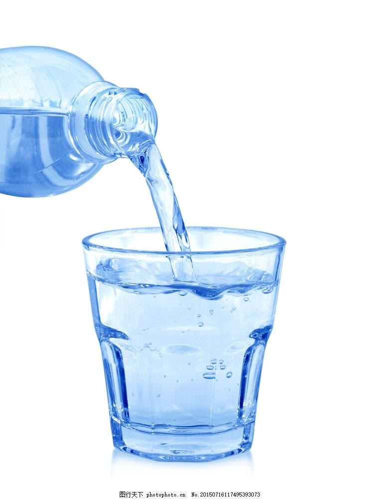 蓝色水瓶与玻璃杯 水杯 倒水 其他类别 生活百科 图片素材 白色