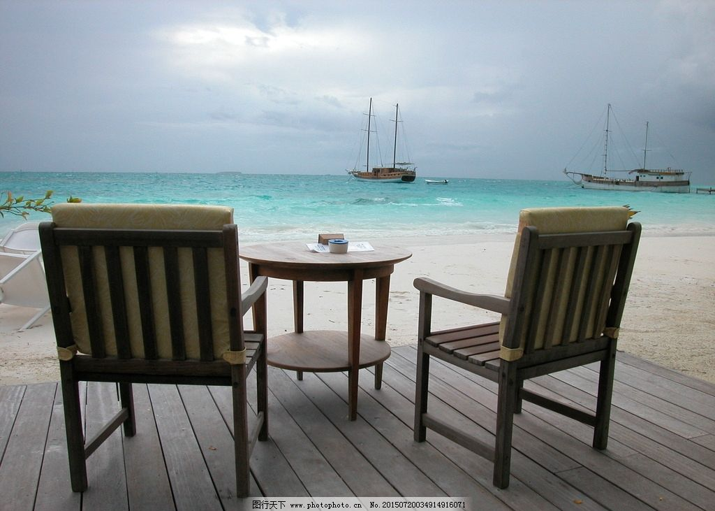 桌椅 沙滩上的桌椅 桌子 椅子 海边 摄影图片