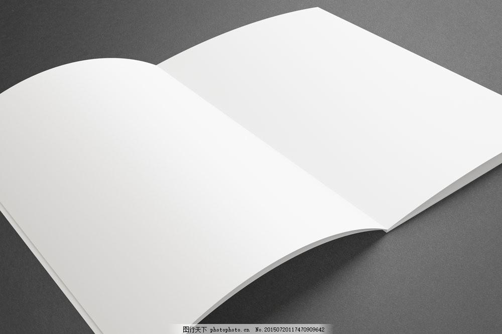 翻开的书本