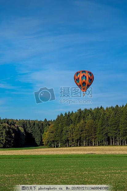 气球 驱动器 天空 蓝色 森林 草地 字段 登陆 热气球 飞