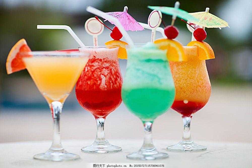 彩色鸡尾酒 玻璃酒杯 高脚杯 玻璃杯子 酒水摄影 酒水饮料 餐饮美食