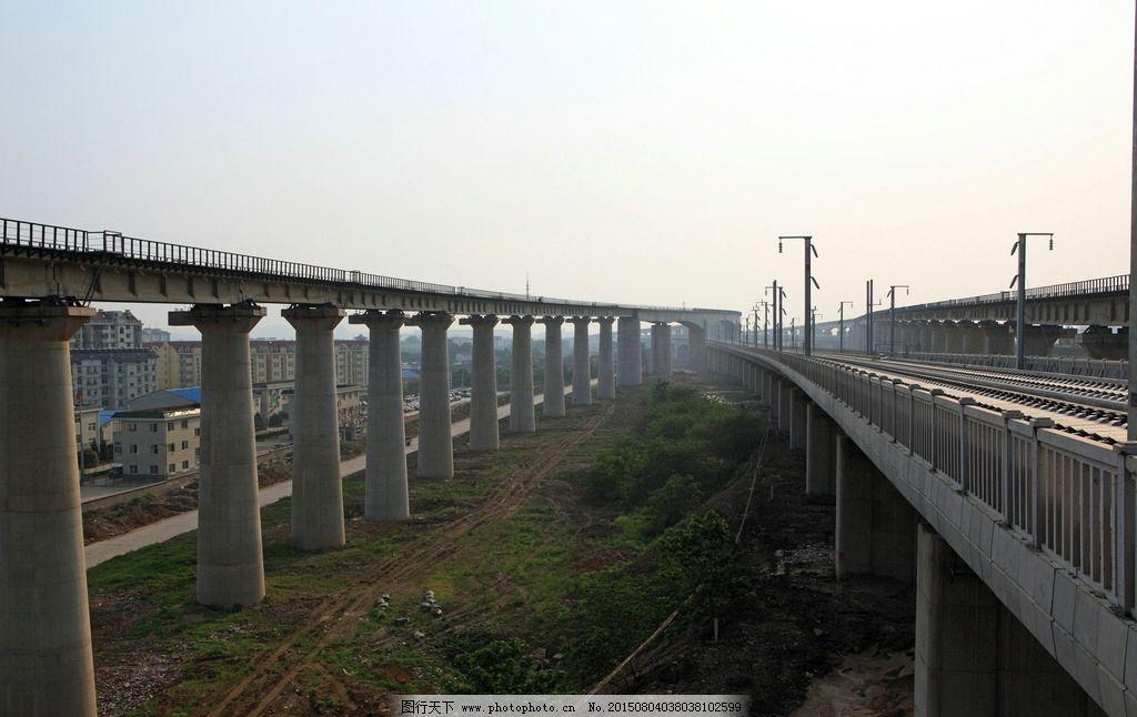车轨 轨道 轨迹 高架 桥梁 铁轨 高铁 摄影 现代科技 交通工具 350dpi