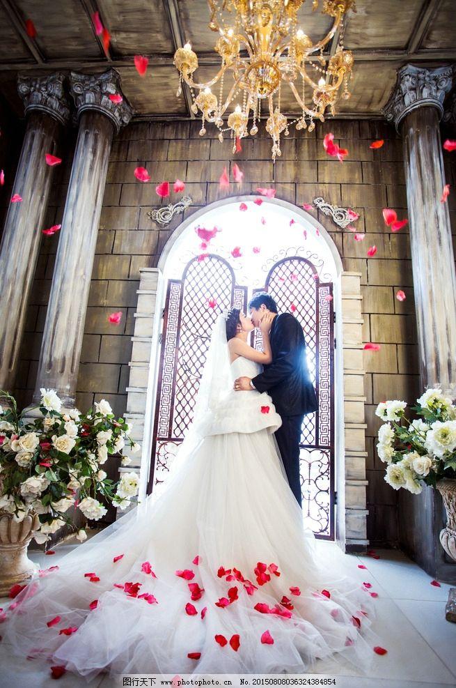 婚纱 摄影 结婚照 浪漫 大气 豪华 创意 玫瑰花瓣 摄影 人物 摄影
