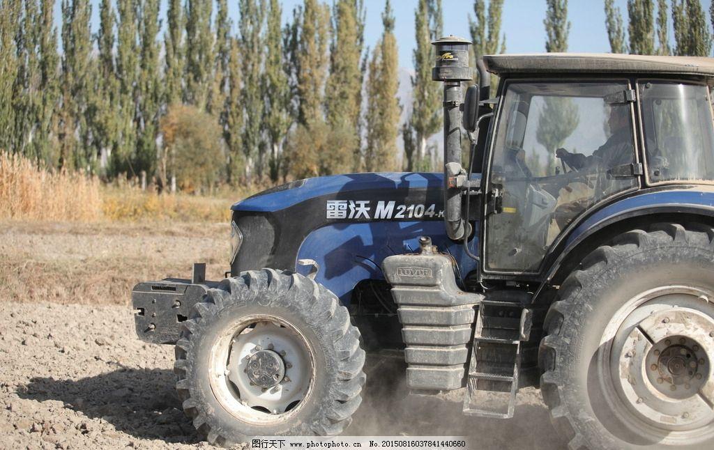 拖拉机 农业机械 农机 雷沃 耕地 土地 整地 防风林 摄影