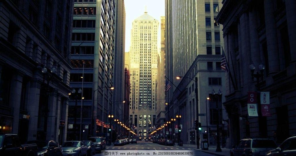 抬头/城市高楼大厦 街道夜景图片