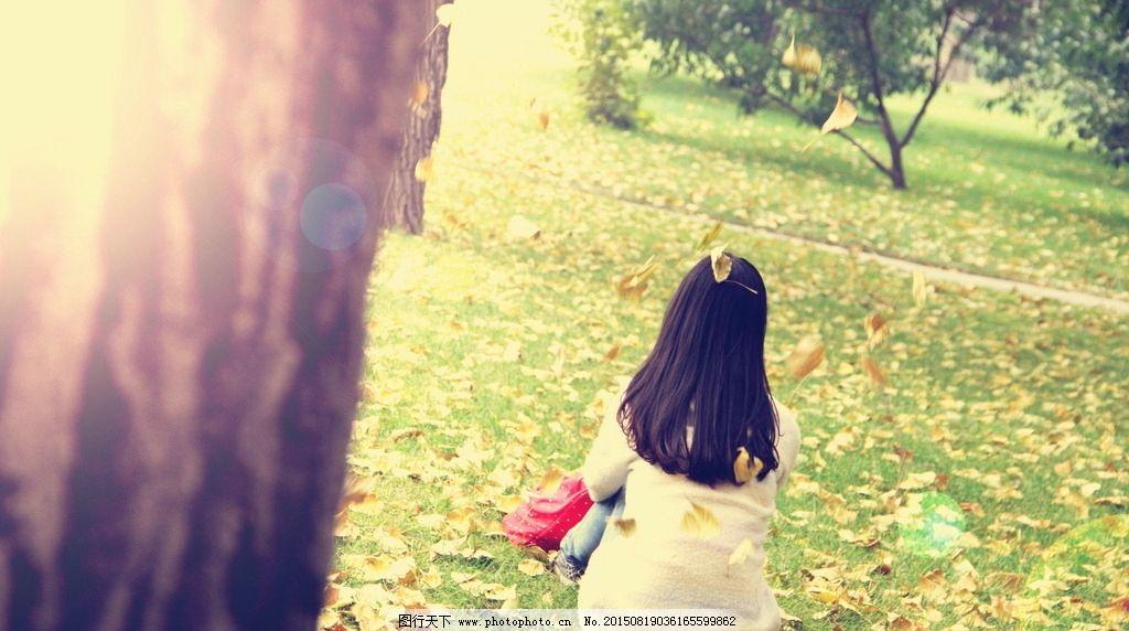 小清新头像女生背影草坪