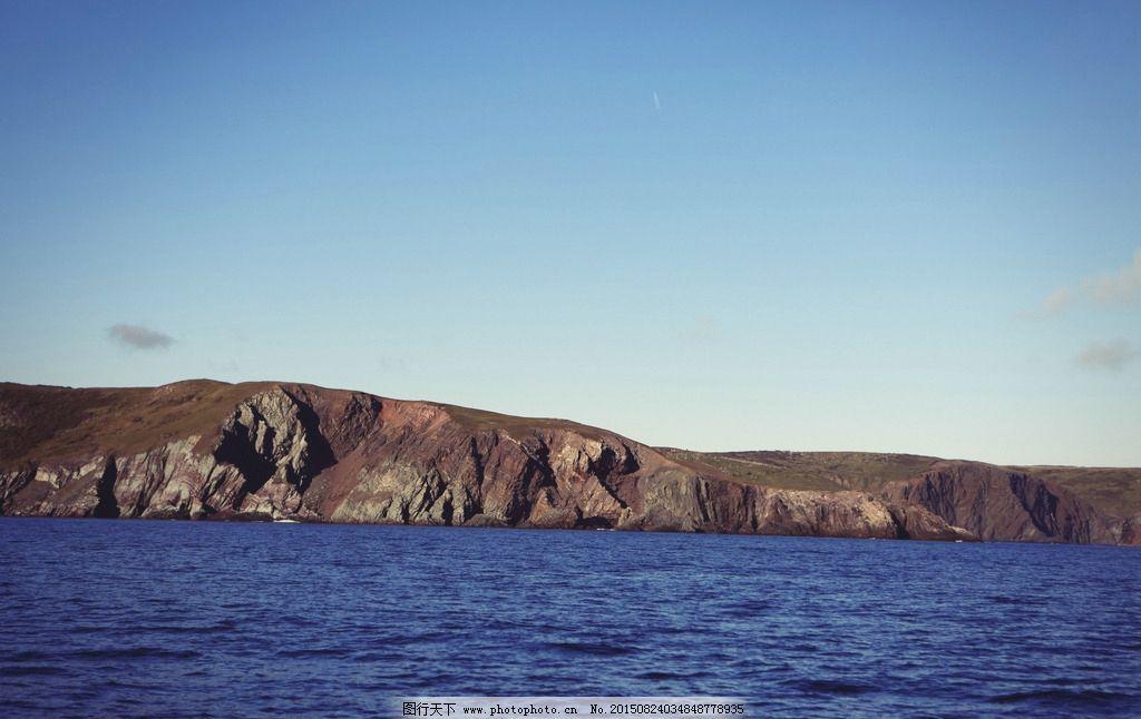 星空下的灯塔大海孤舟海岸