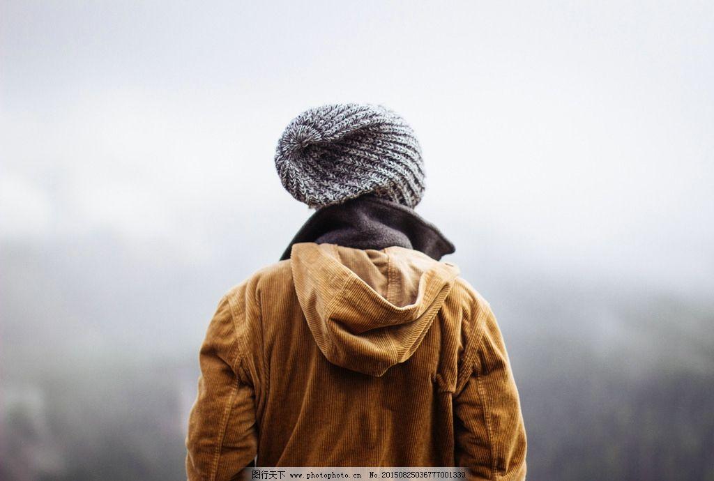 男生背影 男生摄影 背影摄影 高清大图 带帽子男生 大衣男生 大衣背影 可抠图人物 白底素材 高清大图摄影范儿 摄影 人物图库 男性男人 240DPI JPG
