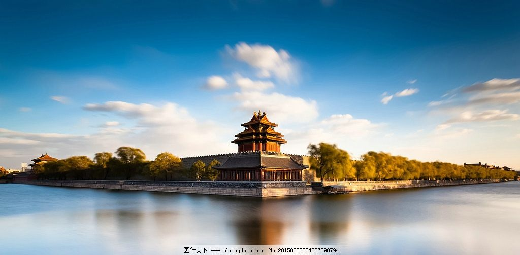 中国风景 宫殿 皇宫 蓝天 白云 湖水 安静 阳光 早晨 树木 唯美风景图片