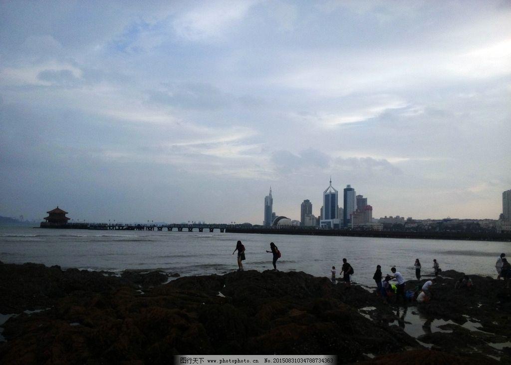 青岛 海滨 海边 栈桥 回澜阁 礁石 傍晚 人物剪影 摄影 自然景观 建筑
