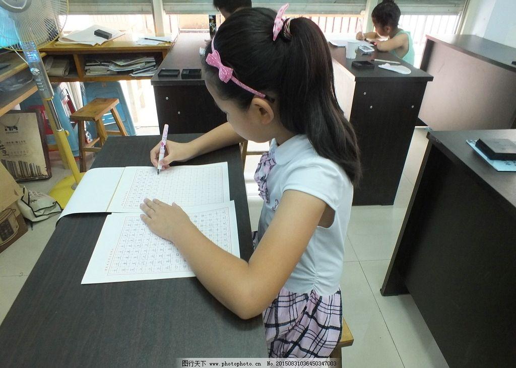 硬笔书写正确的坐姿示范图