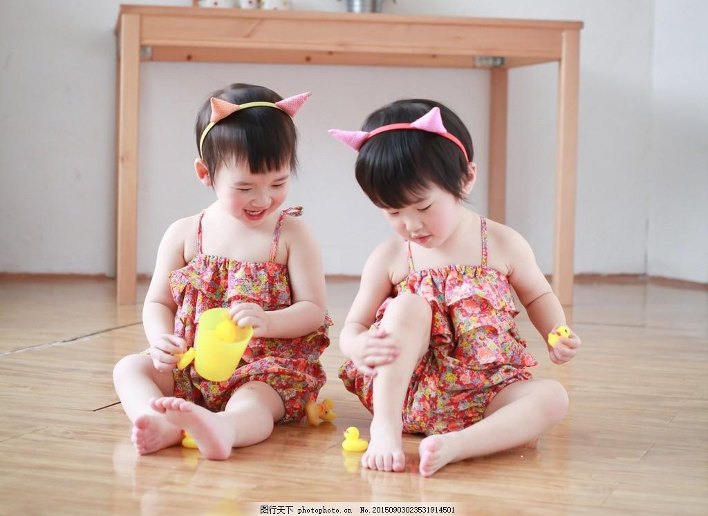 双胞胎姐妹 双胞胎 小姐妹 儿童 可爱 女孩 小孩玩耍 夏天 宝贝 摄影