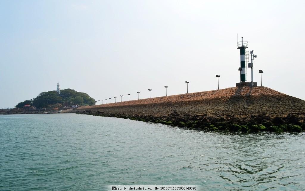 小青岛 青岛湾 海边 栈桥 海岸 海堤 湛蓝 海水 海面 灯塔
