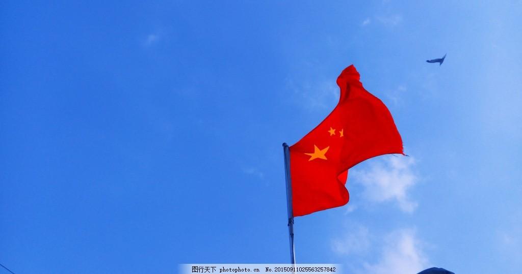 红旗 红旗飘扬 蓝天 白云 旗帜 摄影 生活素材图片